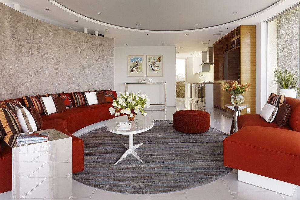 Un plafond à deux niveaux améliore parfaitement la perception de l'espace
