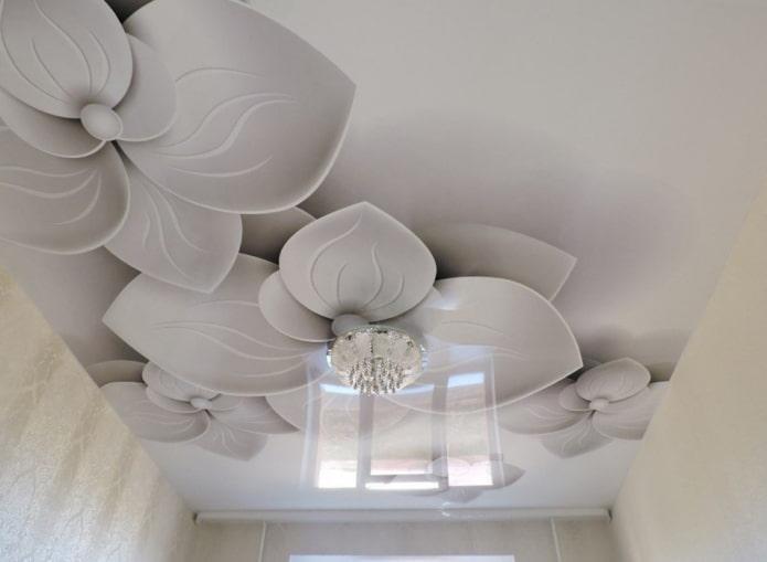 plafond avec des fleurs