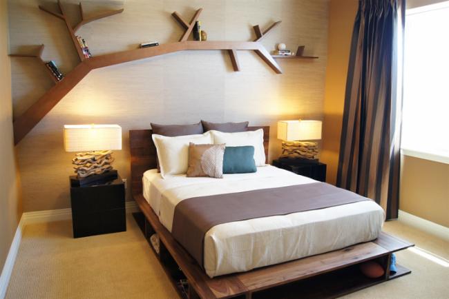 Les tiroirs peuvent être remplacés par des étagères dans le cadre de lit en bois