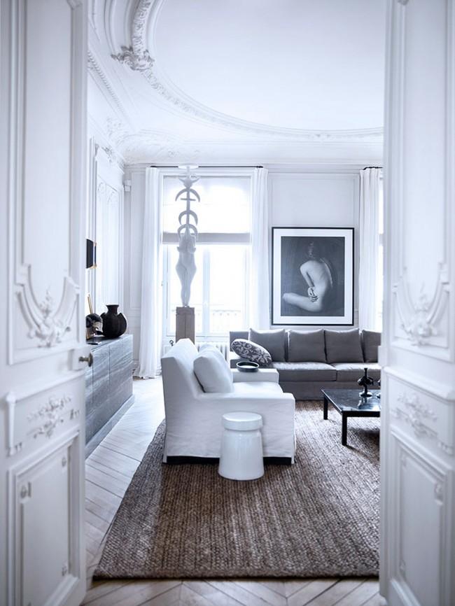 Luxueux appartements parisiens, où les vantaux sculptés sont tout simplement des œuvres d'art