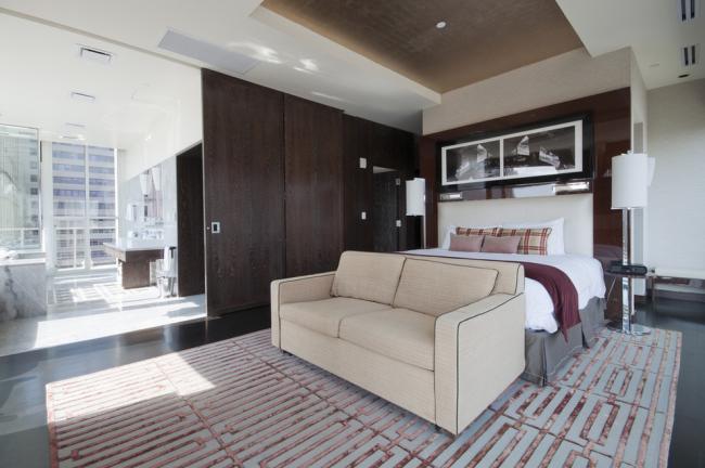 Les portes coulissantes intérieures sont un excellent choix pour augmenter l'espace libre.  Ils sont très pratiques à utiliser et assez abordables à l'achat.