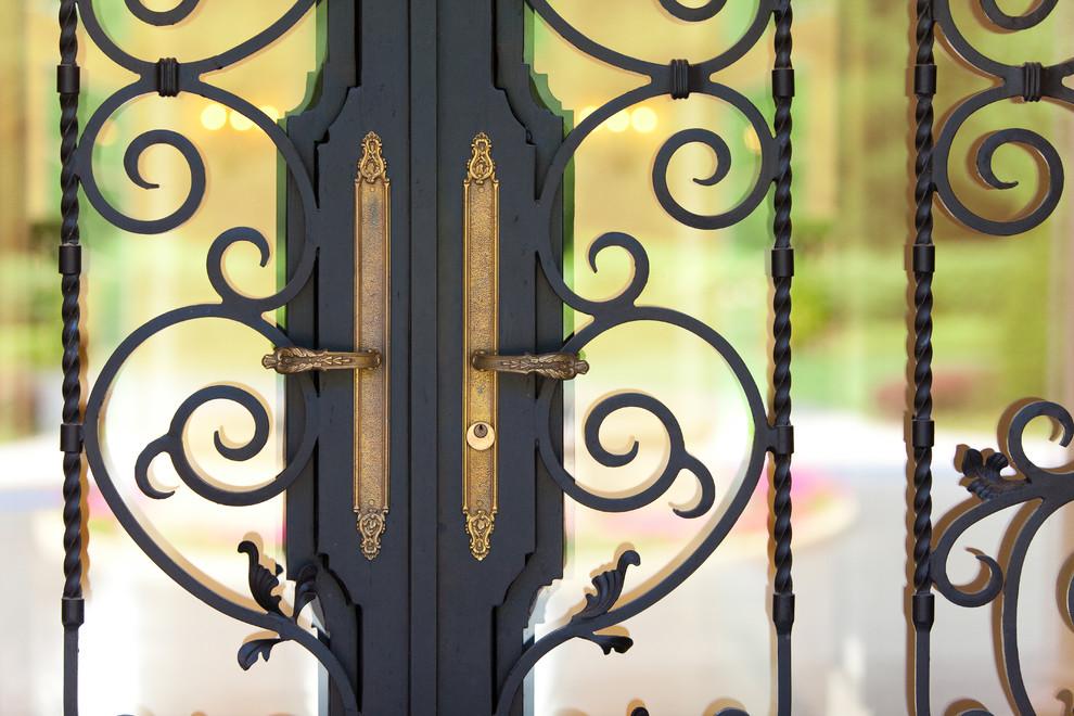 Les portes fabriquées avec un traitement sophistiqué sont toujours un exemple de sûreté et de sécurité.