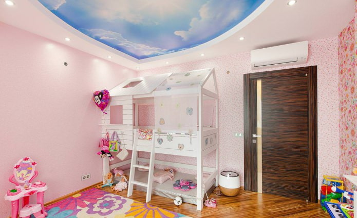 Plafond tendu à deux niveaux pour une pépinière