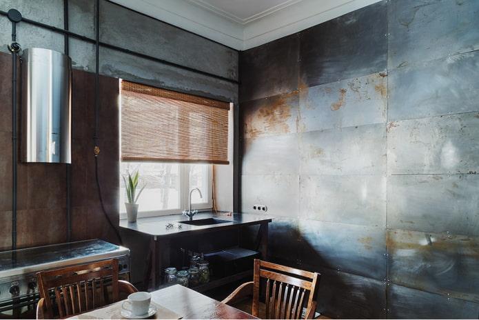 murs métalliques dans la cuisine