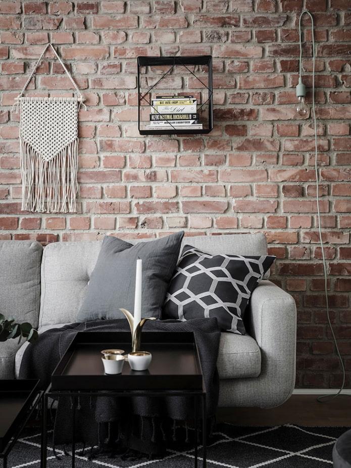 mur de briques dans le salon