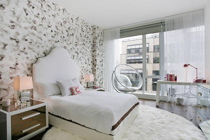 rideaux de mousseline blanche dans la chambre