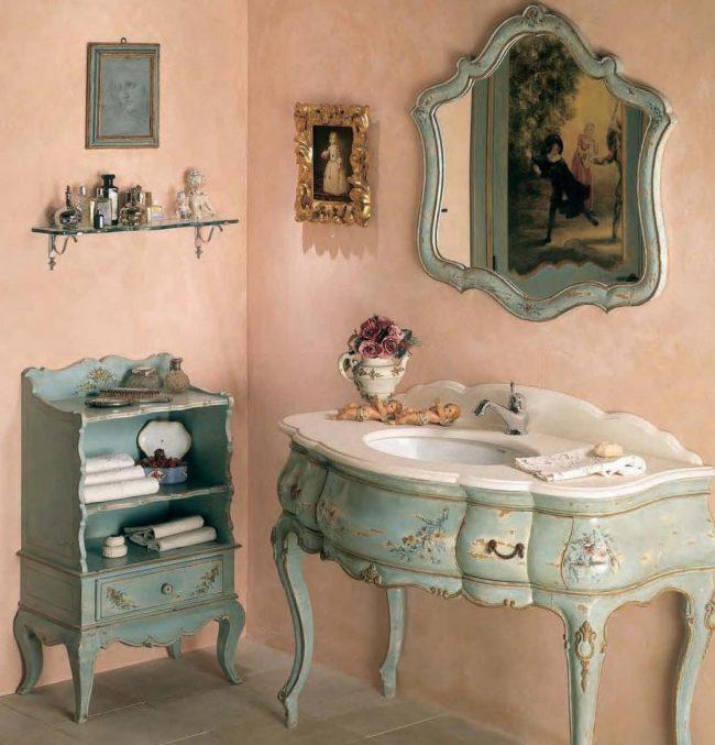 La salle de bain de style provençal a l'air incroyable