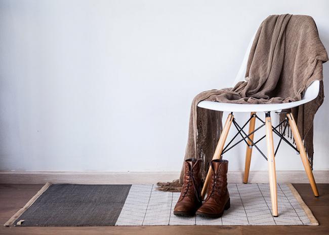 Dans le design moderne, les petits tapis sont plus souvent utilisés aujourd'hui.