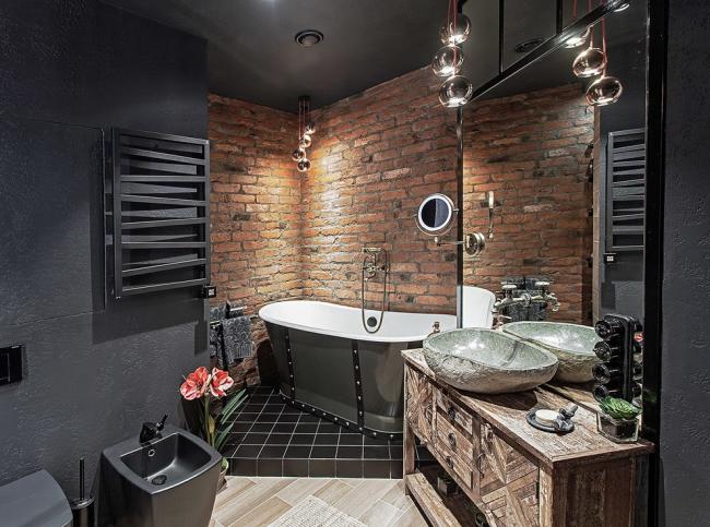 Salle de bain élégante aux couleurs sombres