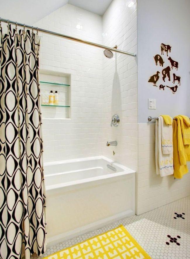 Il est conseillé d'équiper un approfondissement dans les murs de la salle de bain pour un espace douche avec une baignoire