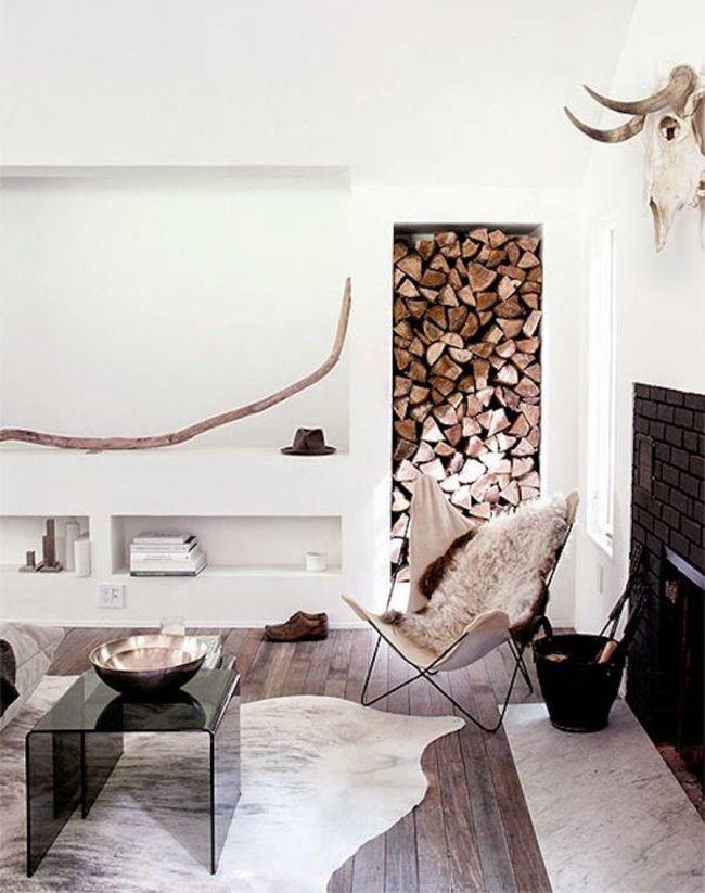 Étagères pour ranger les accessoires de cheminée dans le mur