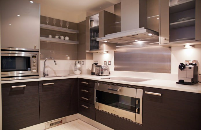 couleur marron à l'intérieur de la cuisine