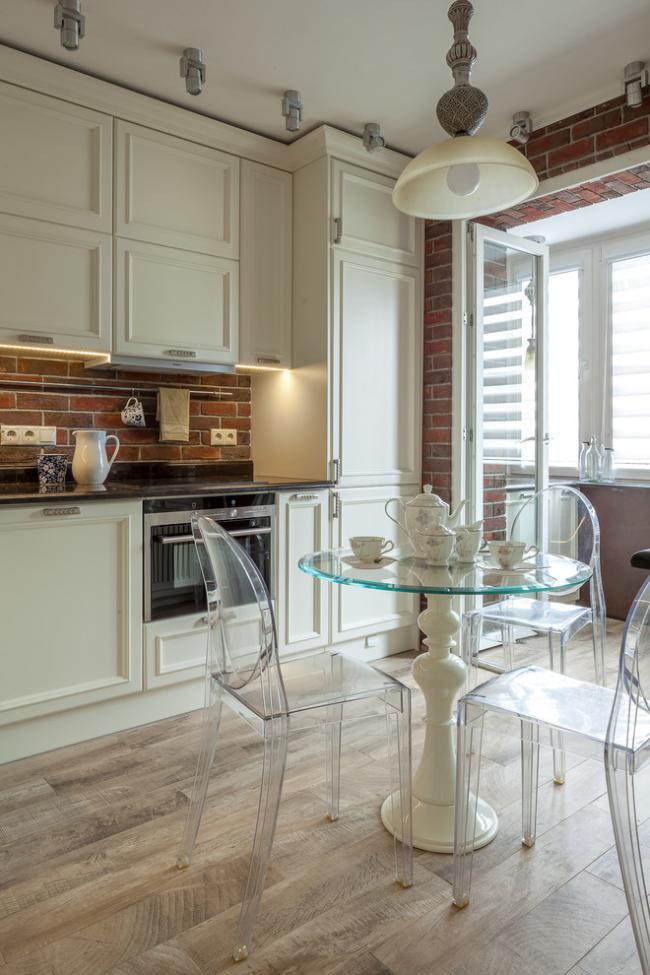 Le style moderne vous permet de combiner des éléments de mobilier classique et de style moderne