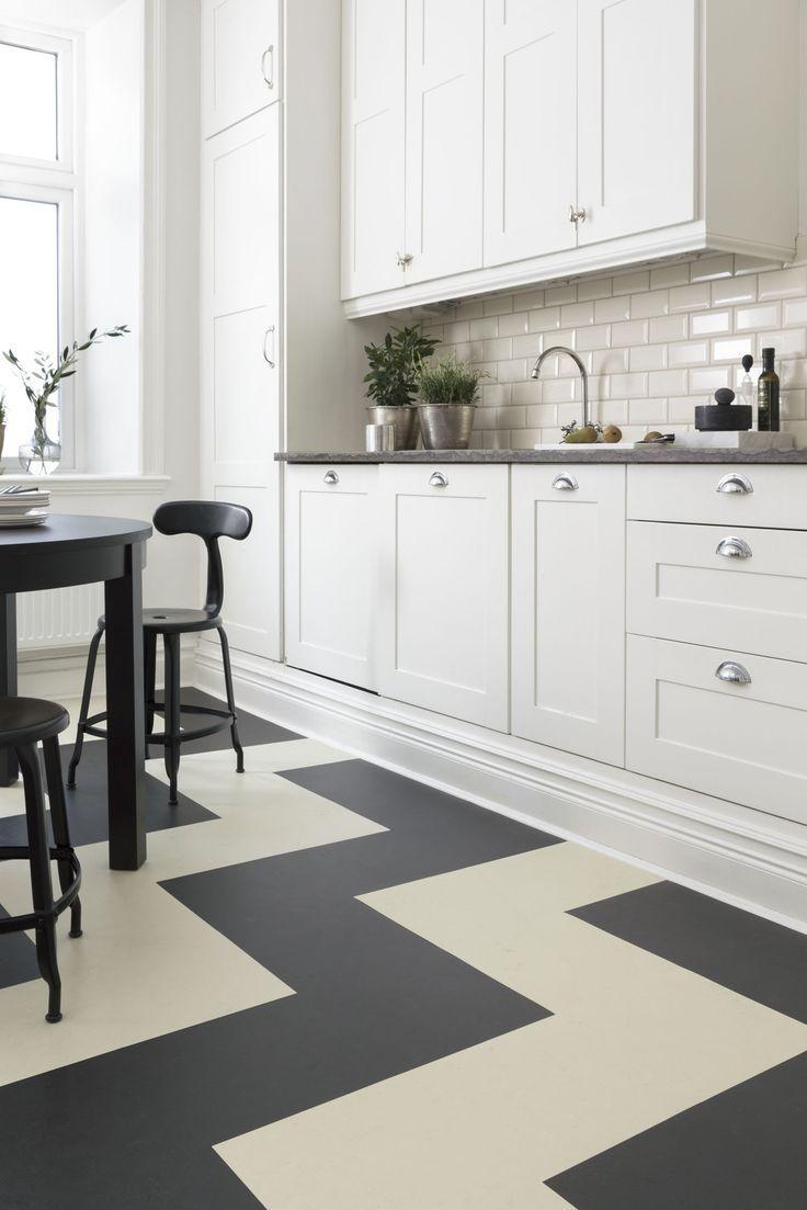 Linoléum à motif géométrique en zigzag dans la cuisine