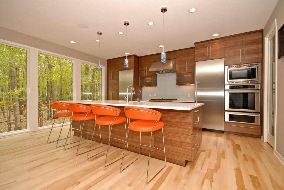 La teinte claire du stratifié aide à agrandir visuellement l'espace de la cuisine