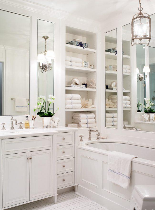 Style classique à l'intérieur de la salle de bain