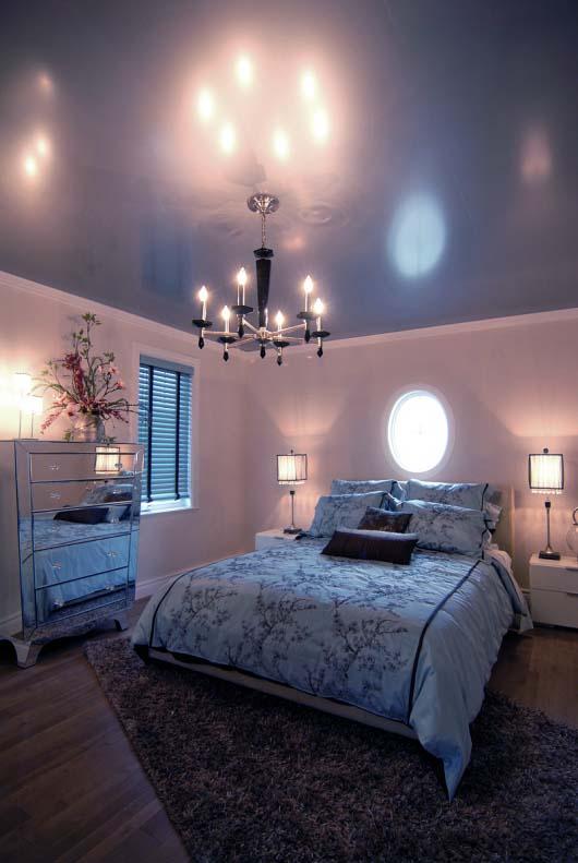 Le bleu profond crée un environnement apaisant et relaxant