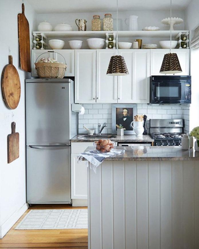 armoires au dessus du réfrigérateur