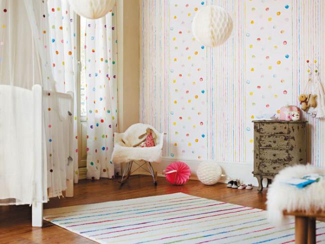 Une telle conception des murs aidera à améliorer fonctionnellement la pièce.
