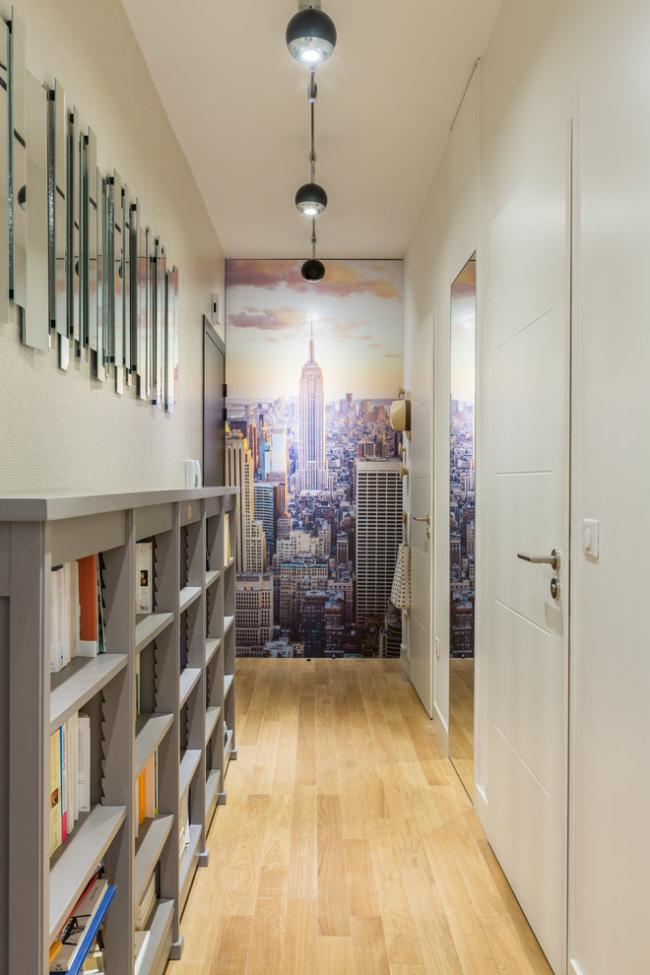 Les petites lampes suspendues sont parfaites pour un couloir avec un haut plafond.