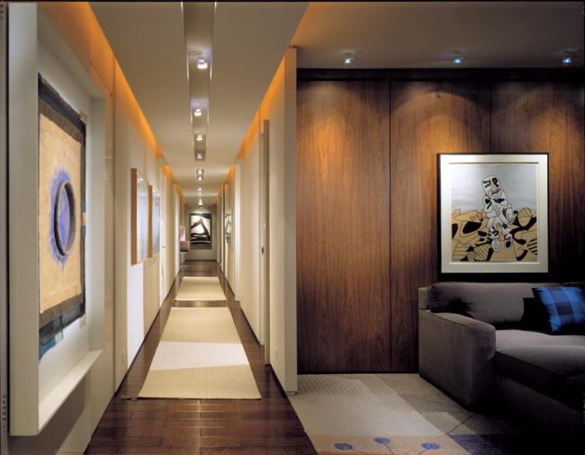 À l'aide des technologies d'éclairage modernes, vous pouvez créer les options de conception de couloir les plus inhabituelles.