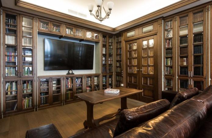 TV dans la niche des meubles à l'intérieur
