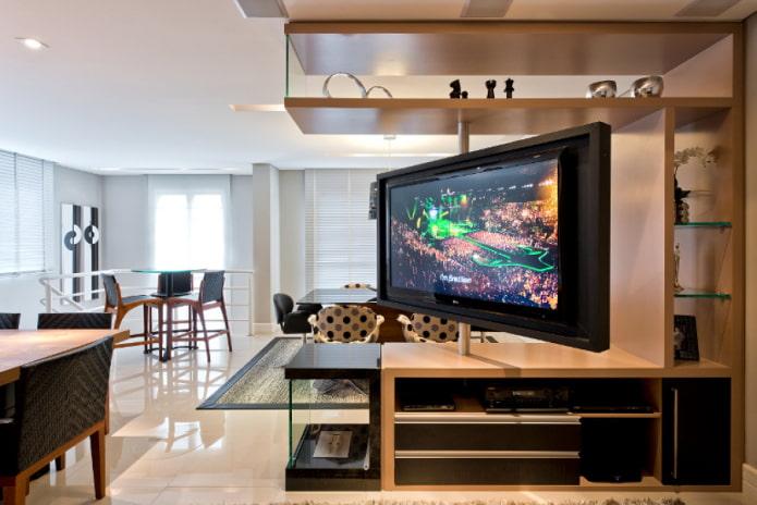 TV dans une niche pivotante à l'intérieur