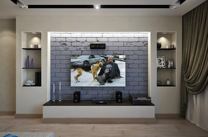 TV dans une niche avec rétroéclairage à l'intérieur