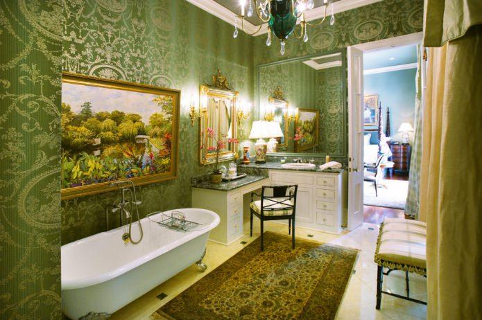 papier peint vert dans la salle de bain