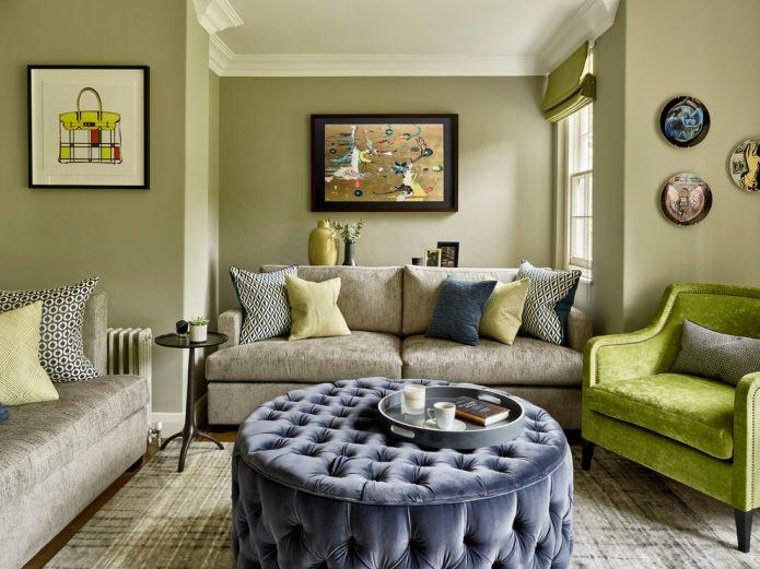 salon aux murs olive pâle