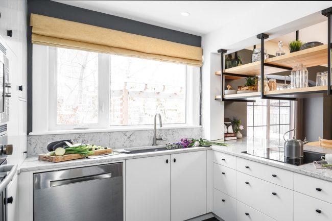 Les couleurs claires seront votre assistant dans la conception d'une petite cuisine, car une telle échelle de couleurs aidera à augmenter visuellement l'espace