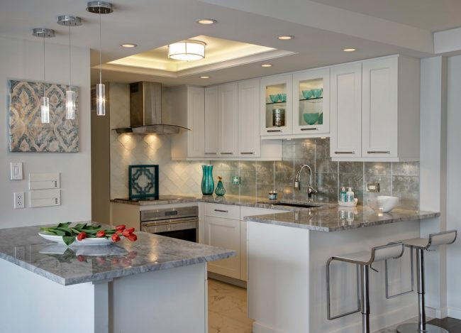 Le comptoir de bar sera le meilleur moyen d'organiser l'espace dans les appartements et les maisons modernes