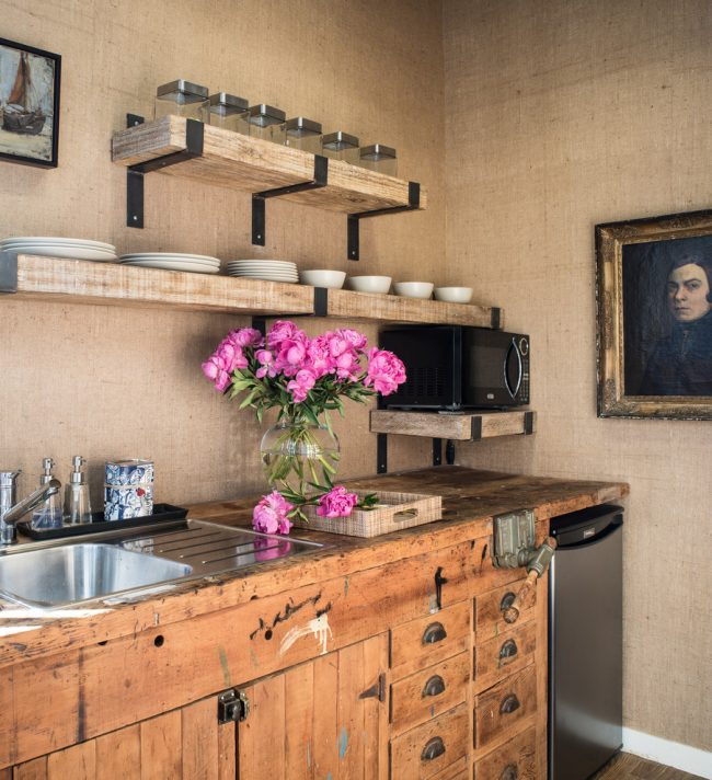 Ne pensez pas qu'une petite cuisine ne peut incarner aucun style ; si vous le souhaitez, vous pouvez aménager même la plus petite pièce avec style et goût, dans un style ou un autre.