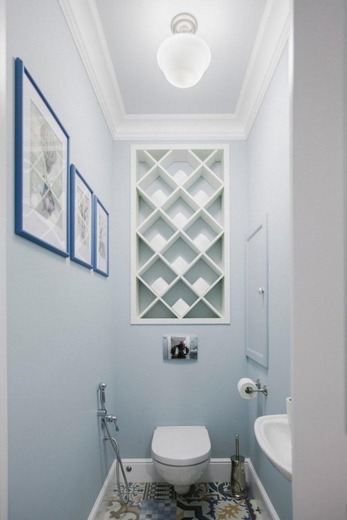 murs clairs dans la salle de bain