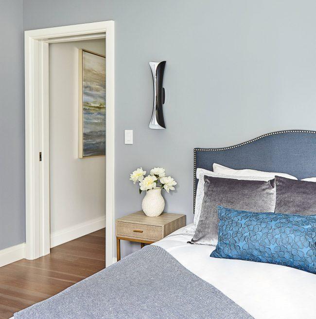 Les tons sobres et épurés dans la décoration de la chambre sont toujours à la mode