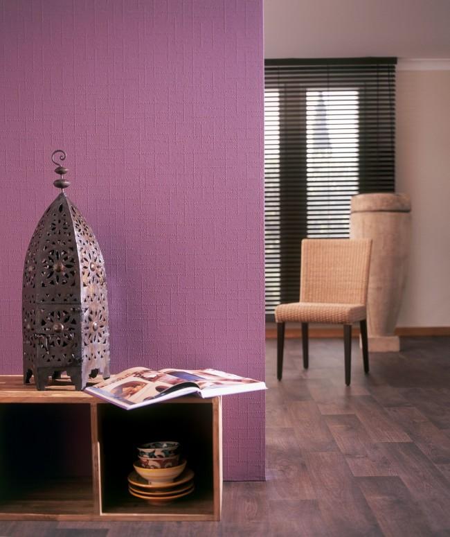 Avec du papier peint à peindre, l'intérieur de la pièce devient plus varié.