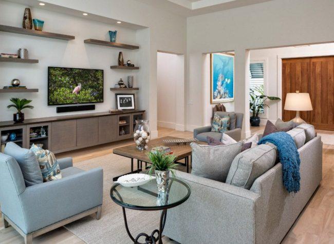 La télé et le canapé sont situés sur le même axe pour que les yeux ne se lassent pas de regarder des programmes