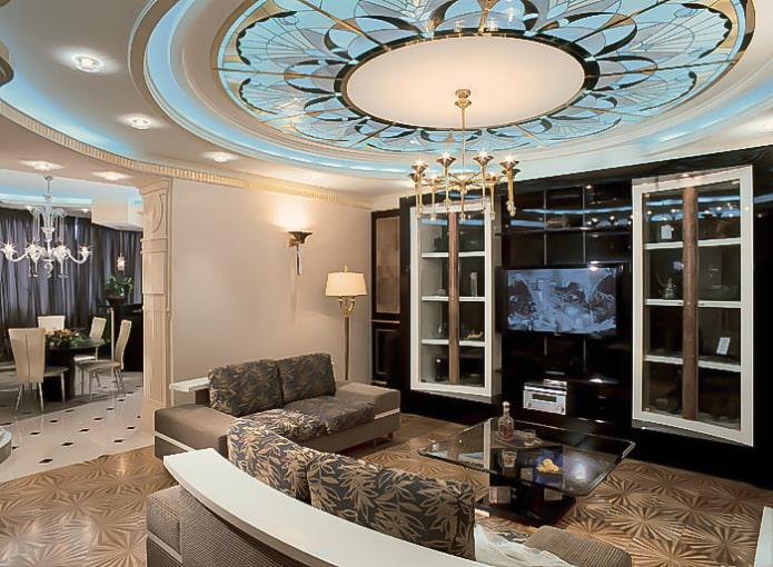 plafond de verre dans le hall