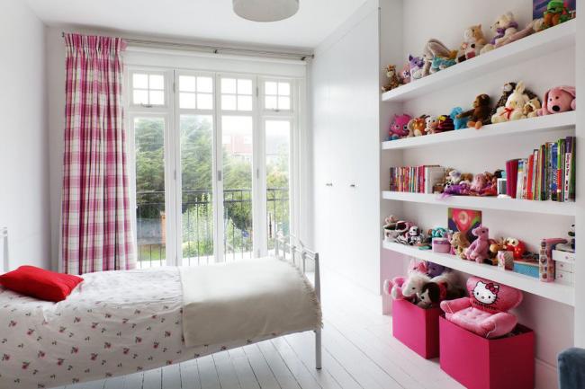 Rangement pratique et spacieux pour une pièce modeste
