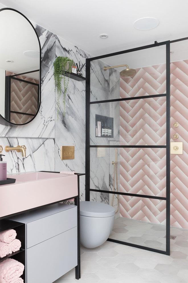 Intérieur de salle de bain gris-rose