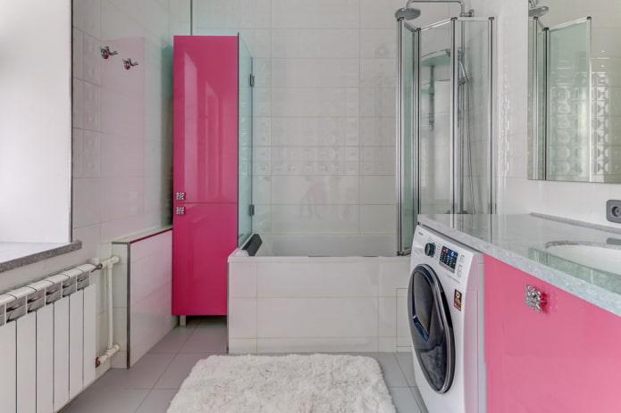 conception de salle de bain avec des façades de meubles roses
