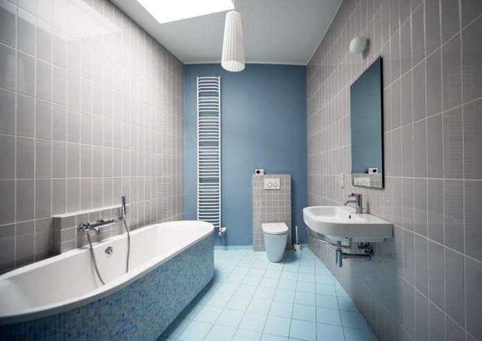 intérieur de la salle de bain dans les tons gris-bleu