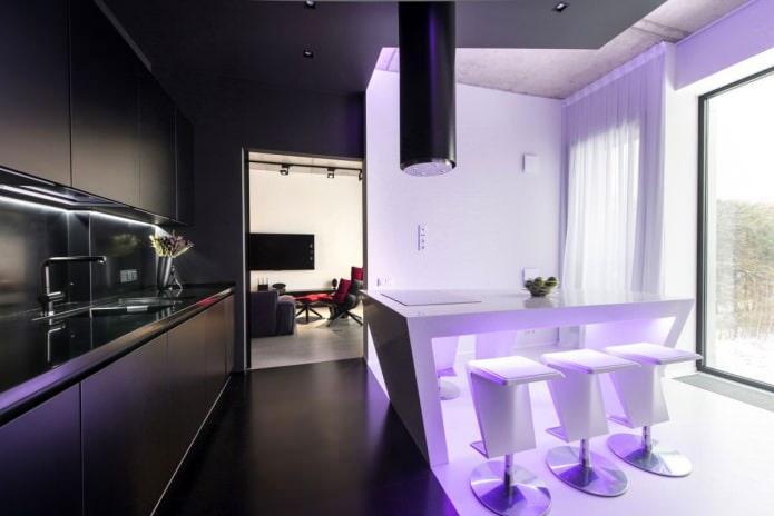 Intérieur de cuisine avec éclairage lilas