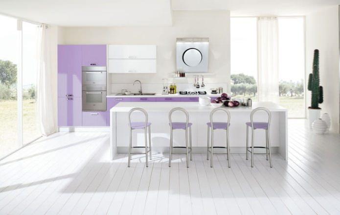 Intérieur de cuisine blanc-lilas