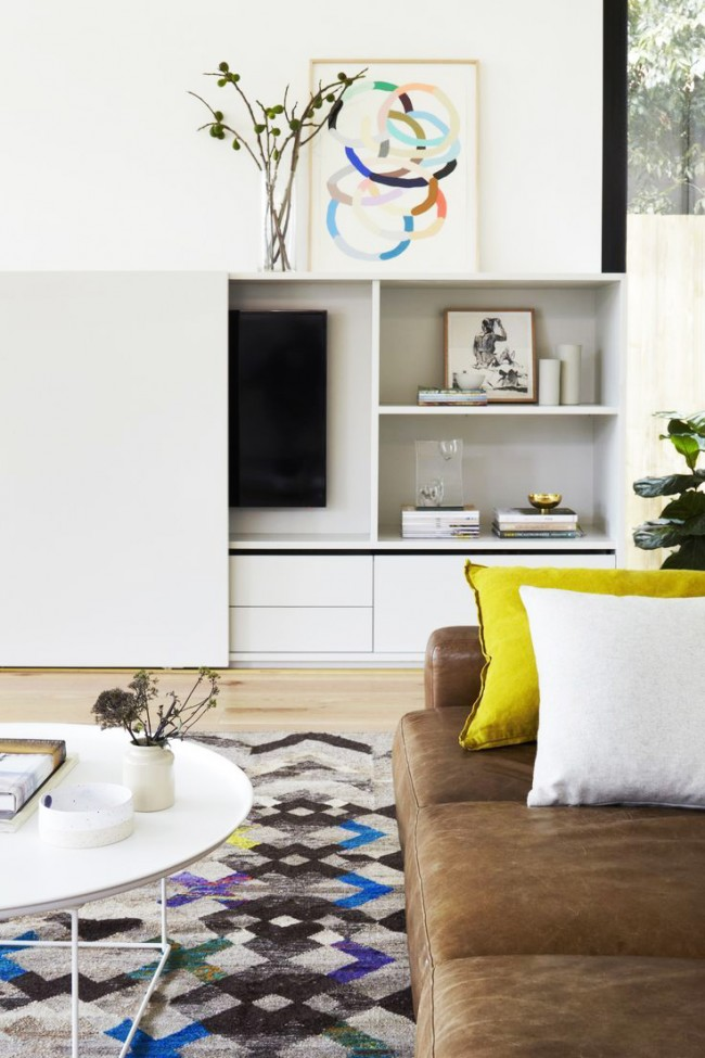 Salon avec un mur compact