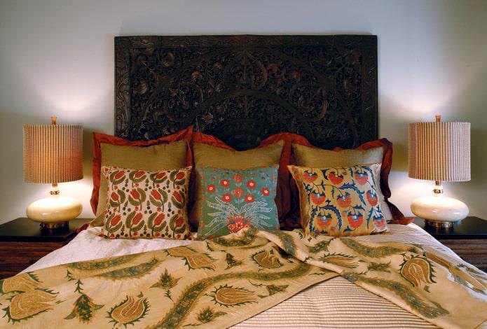 Tête de lit sculptée