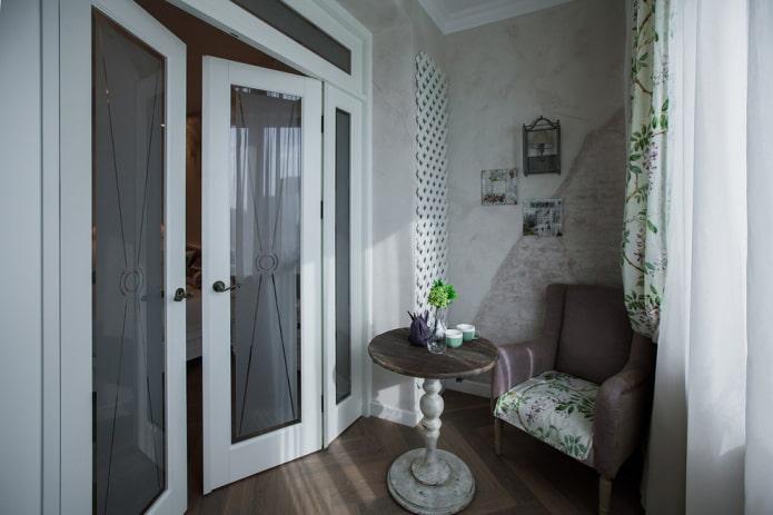 portes battantes en verre à l'intérieur