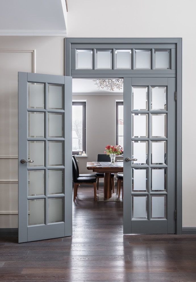 portes avec verre dépoli à l'intérieur