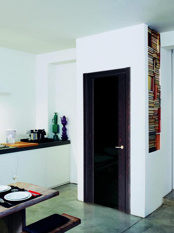portes avec verre noir à l'intérieur