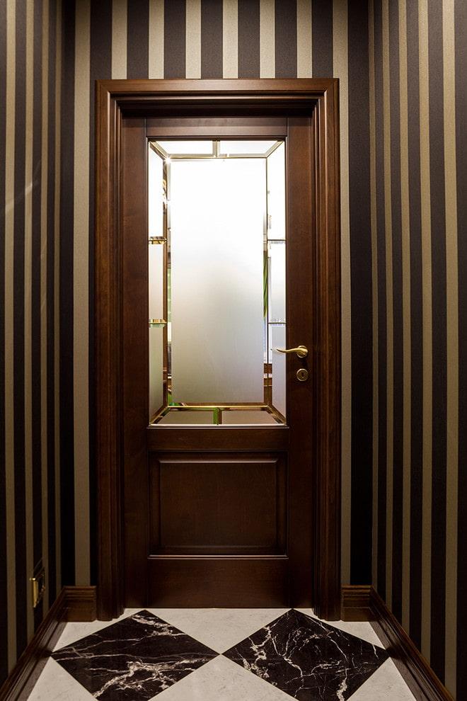 portes en verre avec facette à l'intérieur